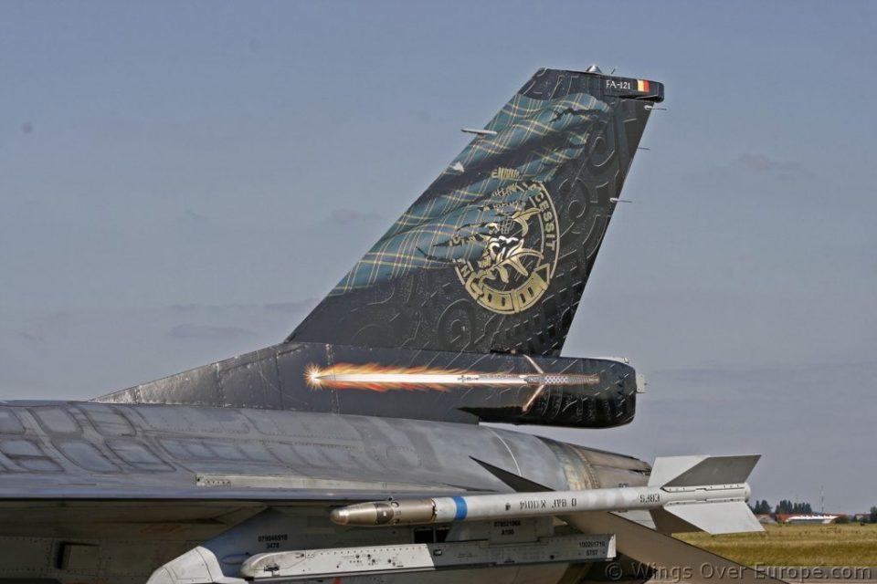 F16_tail_FA121_left